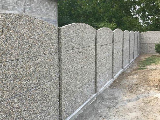 Felső részen áttört betonkerítés